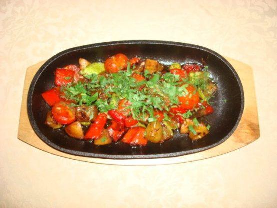 Рыба с овощами на тюбане